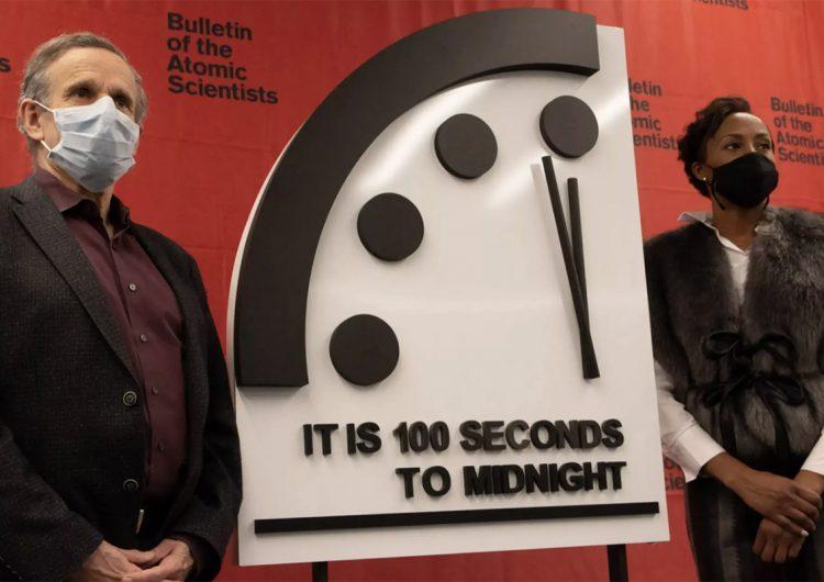 Reloj del Juicio Final: COVID-19, armas nucleares y cambio climático lo tienen al filo de la medianoche