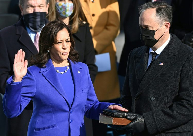 Kamala Harris protesta como vicepresidenta de EU: 'Asumo esta obligación libremente sin ninguna reserva mental'