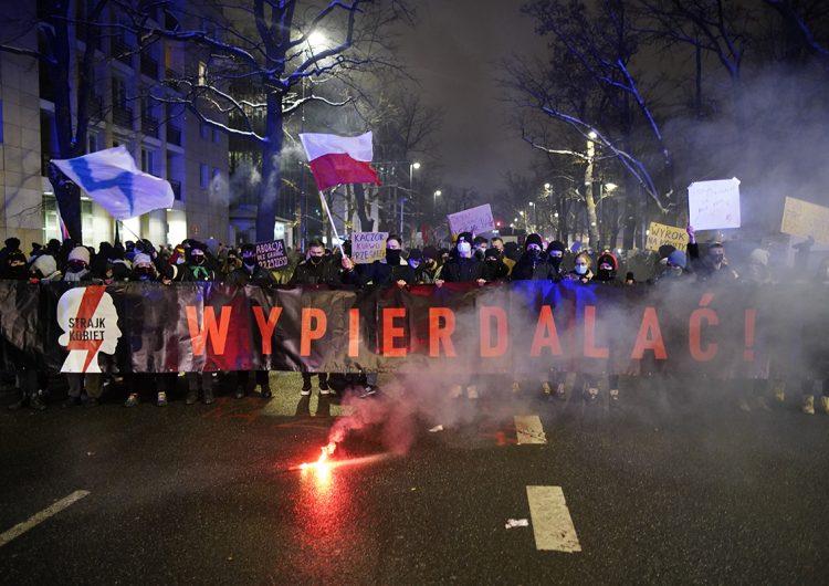 Polonia: centenas de personas se manifiestan contra la ley antiaborto; hay 14 detenidos