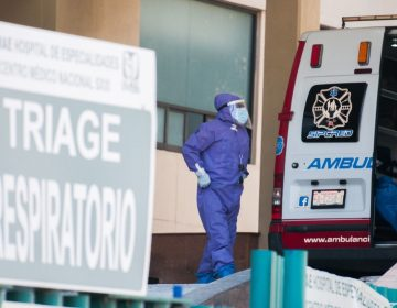 México añade 21,007 contagios y 1,440 muertes a su lista negra de COVID-19