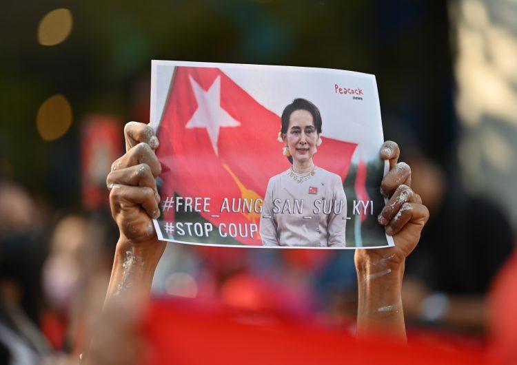 """Comité Nobel se dice """"horrorizado"""" por golpe de Estado en Birmania y exige liberación de presidenta electa"""