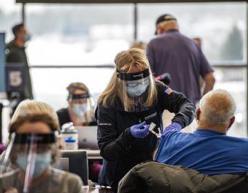 EU: no habrá arrestos de migrantes en centros de vacunación contra COVID-19