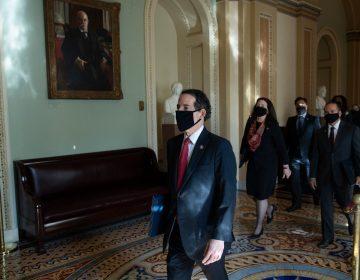 En juicio, fiscal exhibe video para argumentar que Trump incitó la violencia en el Capitolio