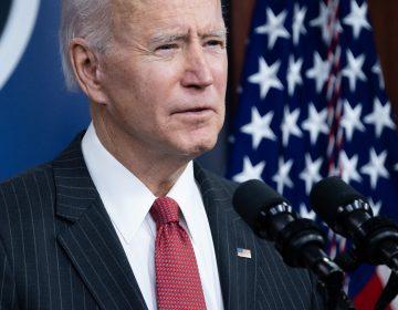 """""""La democracia es frágil"""", dice Biden tras absolución de Trump"""