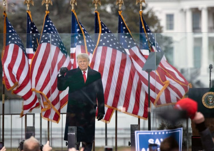 Senado de EU acuerda seguir juicio contra Trump sin convocar a testigos