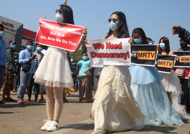 Birmania: tras un disparo en la cabeza una joven se convierte en la primera víctima de la represión militar