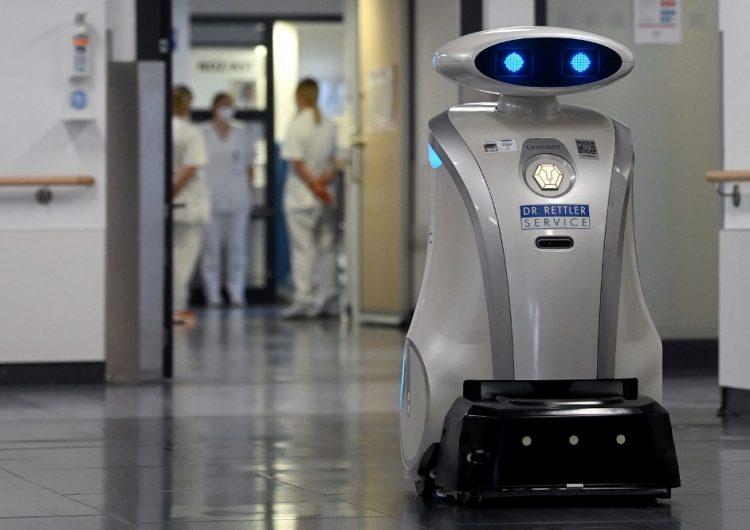 Conoce a Franzi, el robot que limpia, canta y distrae a los enfermos
