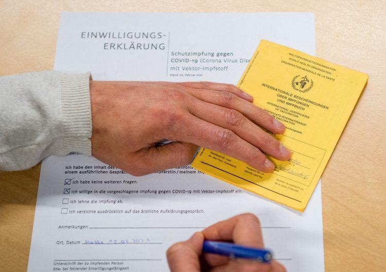 UE acuerda implementar pasaportes de vacunación contra el COVID-19