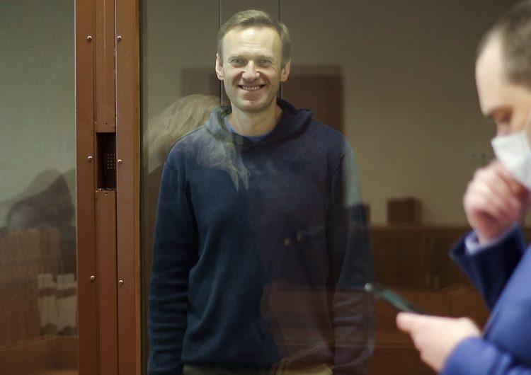 Fiscalía rusa impone multa de 12,800 dólares a líder opositor acusado de difamación