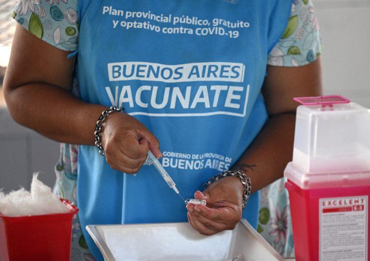 Argentina exhibe lista de 70 personas que recibieron vacuna COVID-19 de manera irregular
