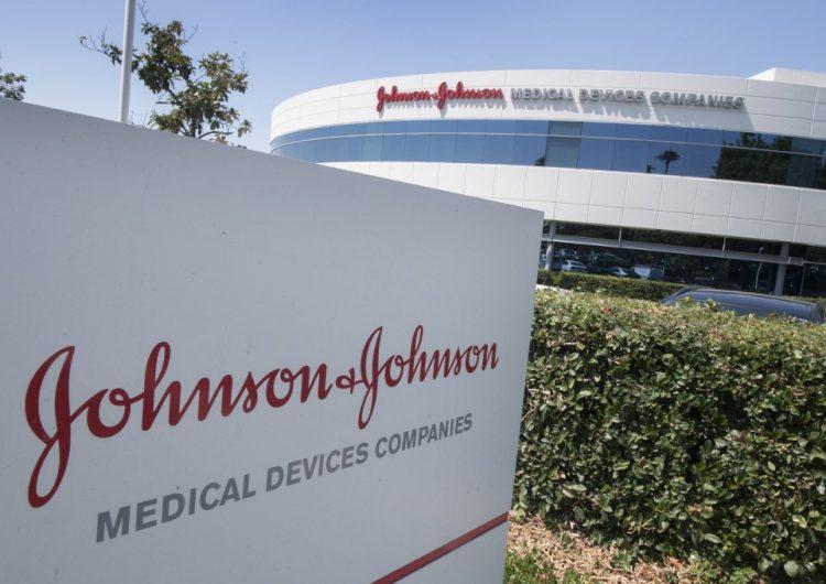Comité de expertos de EU recomienda aprobación de vacuna de Johnson & Johnson contra COVID-19