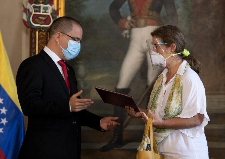 """Venezuela expulsa a embajadora de la Unión Europea tras declararla """"persona no grata"""""""