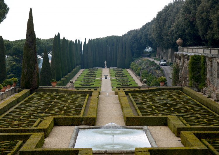 Por qué el multimillonario patrimonio del Vaticano es fuente de escándalos