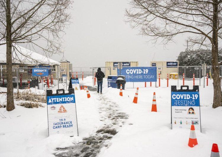 Una mujer de 90 años camina 10 km en la nieve para recibir la vacuna contra COVID-19