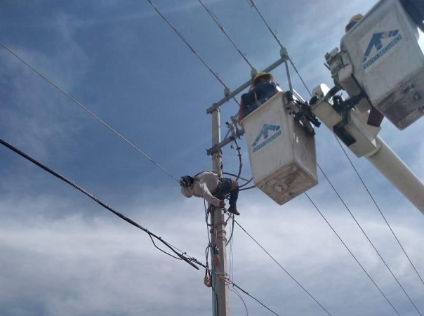 Sufre trabajador de CFE descarga eléctrica en Rancho Santa Mónica