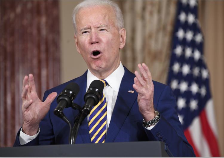 Biden anuncia que EU recibirá 125,000 refugiados por año, ocho veces más de lo actual