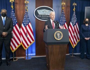 Biden deroga la emergencia nacional para financiar el muro con México