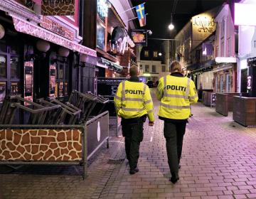 COVID-19: un hombre es condenado a cuatro meses de cárcel por toser a policías