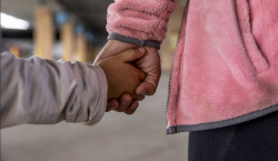 EU localiza a padres de 105 niños inmigrantes separados durante…