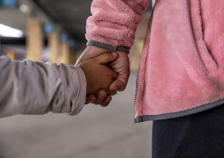 EU localiza a padres de 105 niños inmigrantes separados durante era Trump