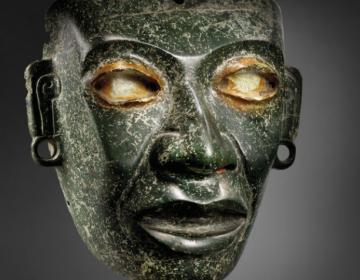 Pese a protestas de México, subastan piezas prehispánicas en París