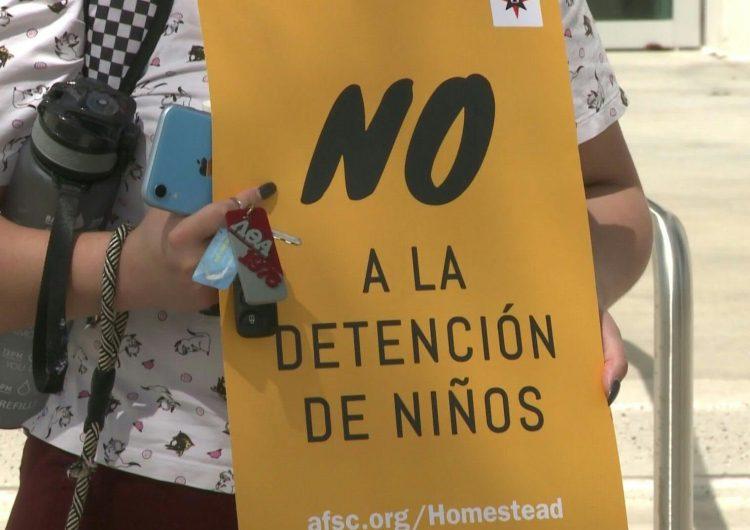 Activistas protestan por reapertura de centro de detención para niños inmigrantes en Florida