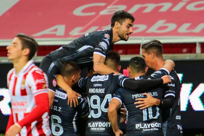 Chivas le empata a Necaxa de último minuto
