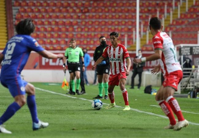 A medio gas, Cruz Azul derrota a Necaxa 2-0
