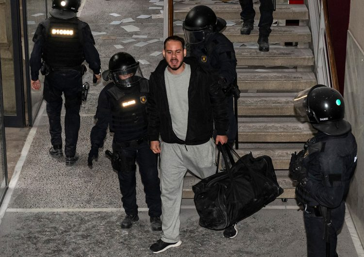 El rapero Pablo Hasél es encarcelado en España tras tuitear contra la monarquía