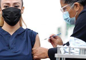 ¿Cuánto tiempo esperar para vacunarse contra el COVID-19 después de haber contraído la enfermedad?