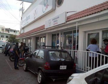Muere por 'neumonía atípica' mujer de 87 años en consultorio de farmacia en Aguascalientes
