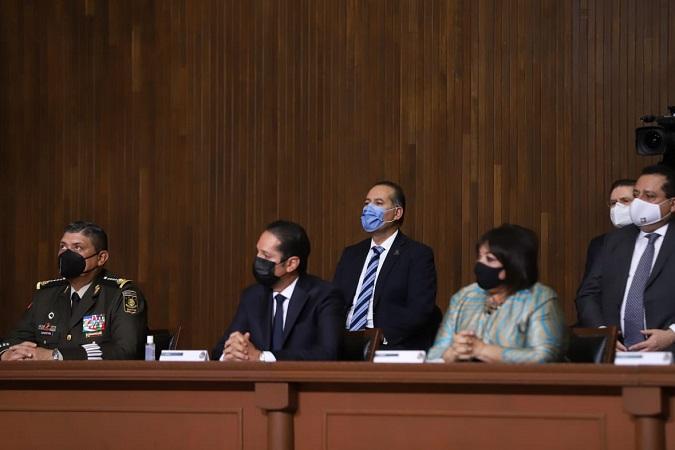 Acude Martín Orozco a evento de conmemoración de la promulgación de la Constitución en Querétaro