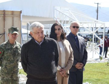 Reciben manifestantes a López Obrador en evento de la Guardia Nacional en Tijuana