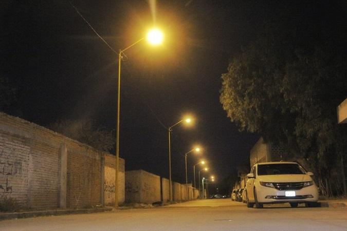 Renuevan luminarias de vialidad de acceso a Jesús María