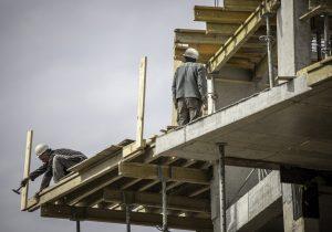 Cae construcción e industria en 2020