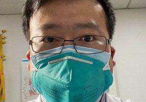 COVID-19: quién era Li Wenliang, el doctor que trató de alertar sobre el brote y de cuya muerte se cumple un año