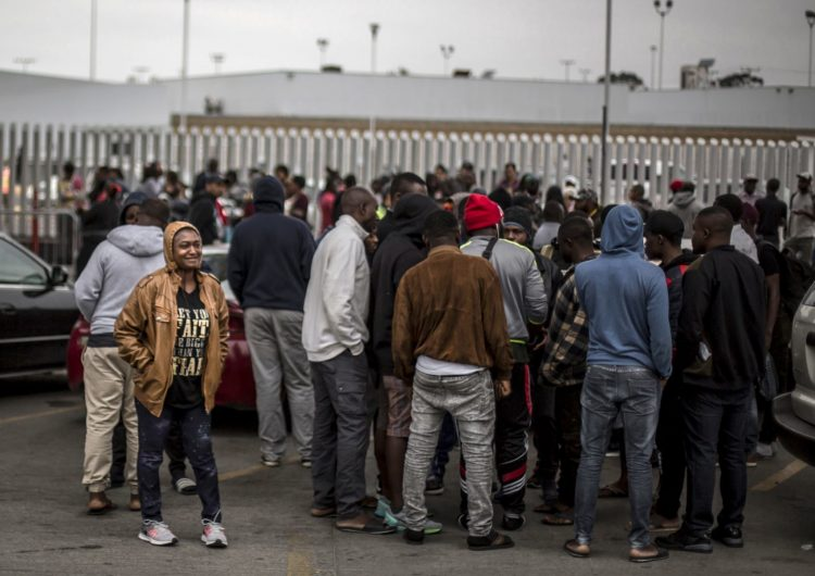 EU comenzará a admitir a los solicitantes de asilo obligados a esperar en México