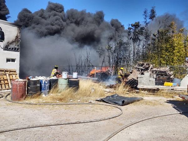 Sofocan bomberos estatales incendio en parque industrial de San Francisco de los Romo