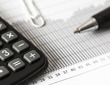 Economía cae 4.4% en enero