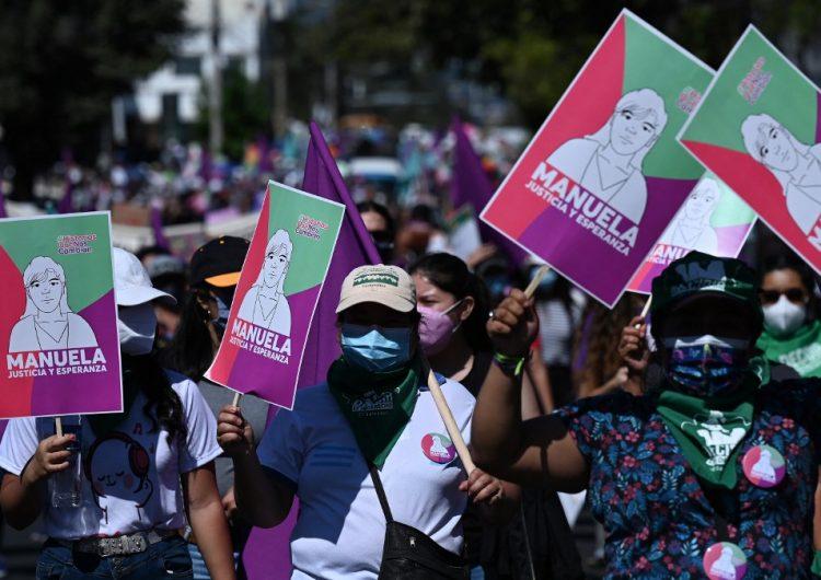 Caso de salvadoreña condenada a 30 años de cárcel por perder un embarazo llega a corte de derechos humanos