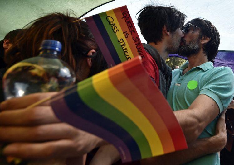 Polonia prohibirá que las personas homosexuales adopten niños