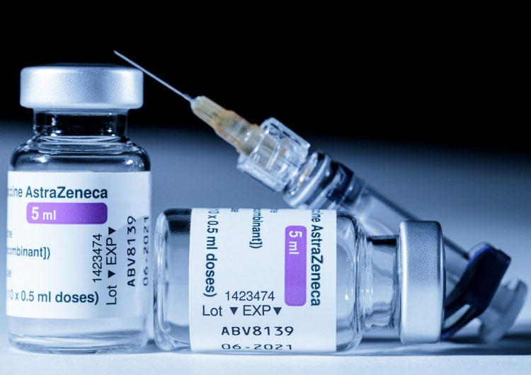 Europa poco a poco vuelve a usar vacuna AstraZeneca tras veredicto de EMA