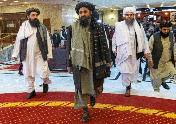 Los talibán amenazan con atacar a tropas de EU si no salen de Afganistán en el plazo previsto