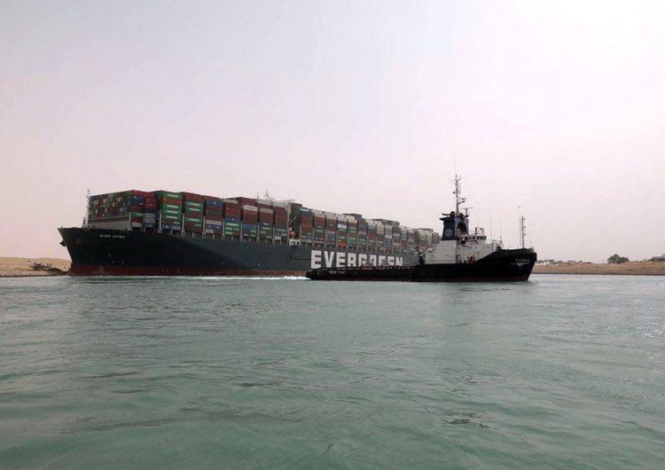 Navegación en Canal de Suez, suspendida temporalmente debido a buque encallado