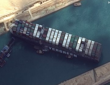 Bloqueo del canal de Suez impide el tránsito de millones de dólares en mercancías
