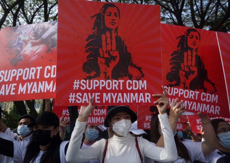 Ascienden a 320 los manifestantes muertos tras el golpe de Estado en Birmania