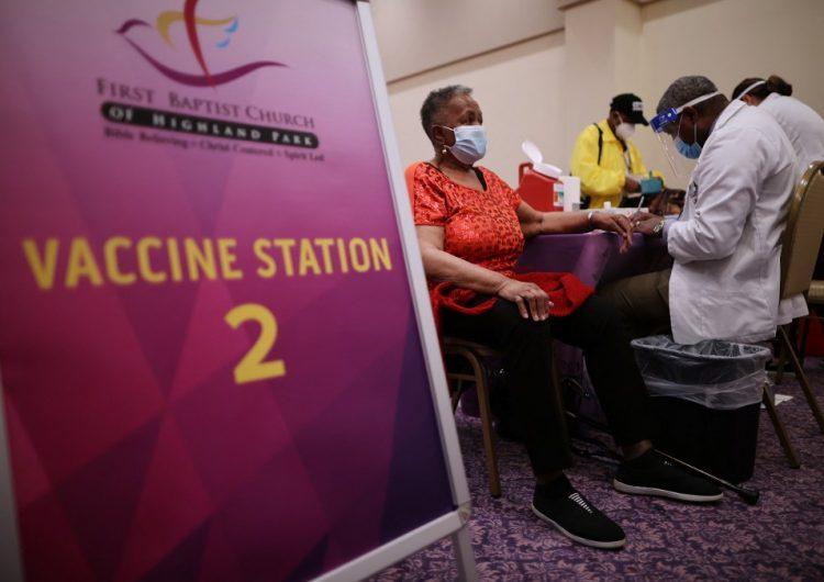 Estados Unidos aplica más de 100 millones de vacunas anticovid