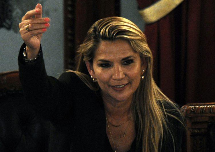La Fiscalía de Bolivia ordena aprehender a la expresidenta Jeanine Áñez