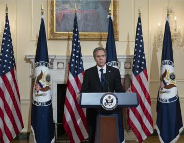 Congresistas de EU exigen a secretario de Estado trabajar con México en migración y derechos humanos