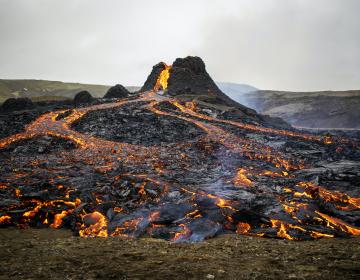 Imágenes de la erupción de un volcán en Islandia maravillan al mundo